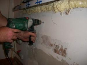 сверление отверстий для крепления радиатора