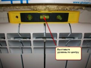 Установка радиатора по уровню